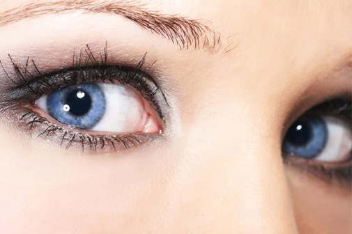 Синій колір очей - фото