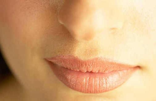 Збільшення губ татуажем