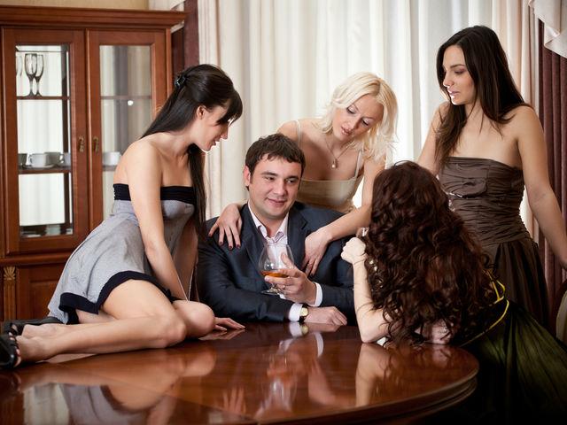 Відео сексуальні дівчата дуже красиві з великими грудями і один парінь 0 фотография